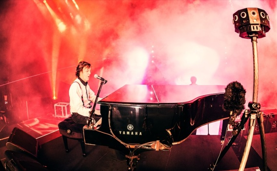 Paul McCartney concert. (Image courtesy Jaunt VR.)