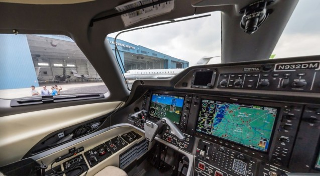 A tour of Ultimate Jet Vacations' Embraer Phenom 300 jet. (Image courtesy YouVisit.)