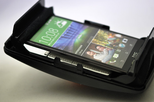 The UnicornVR's smartphone tray is a snug fit. (Image courtesy UnicornVR.)
