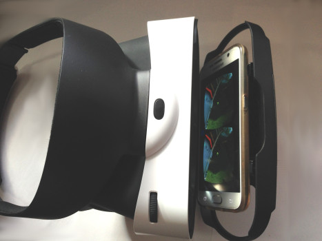A smartphone inside the Baofeng Mojing 4 headset, compatible with Google Cardboard.