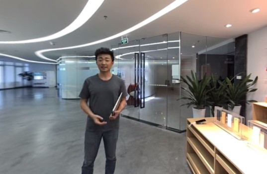 OnePlus cofounder Carl Pei welcomes visitors to OnePlus virtual launch event.