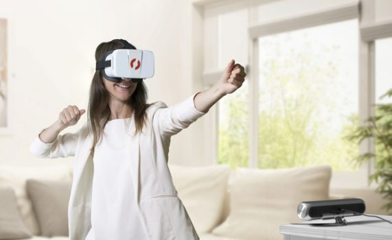 The PicoVR sensor unit, used in conjunction with the company's own Cardboard-compatible headset, which seems to be a private-label BoboVR Z3. (Image courtesy PVR Inc.)