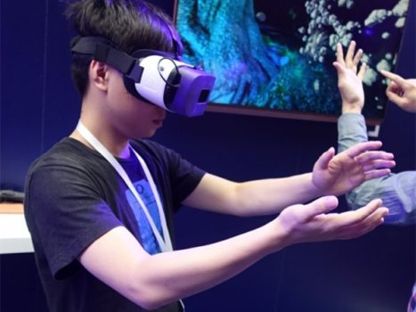 Baofeng Mojing 5 Plus with Leap Motion gesture control. (Image courtesy GeekBuying.)