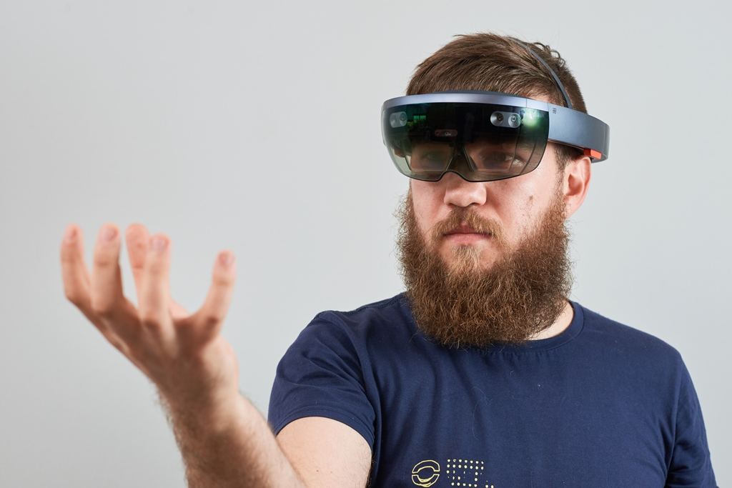 How to develop for Microsoft HoloLens – Hypergrid Business